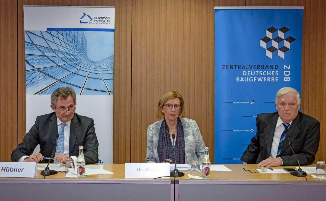 Dipl.-Ing. Peter Hübner, Dr. Ilona Klein (ZDB-Presse-Sprecherin) und Dr.-Ing. Hans-Hartwig Loewenstein
