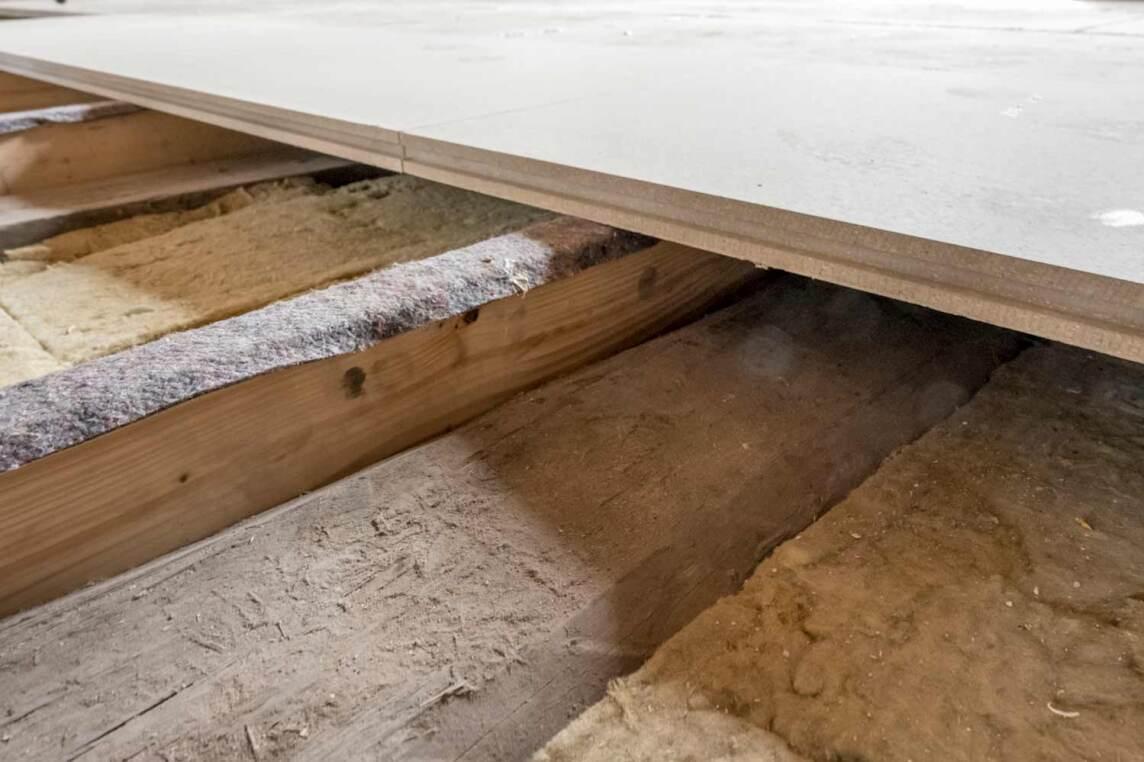 historische holzbalkendecke trocken und schlank mit knauf. Black Bedroom Furniture Sets. Home Design Ideas