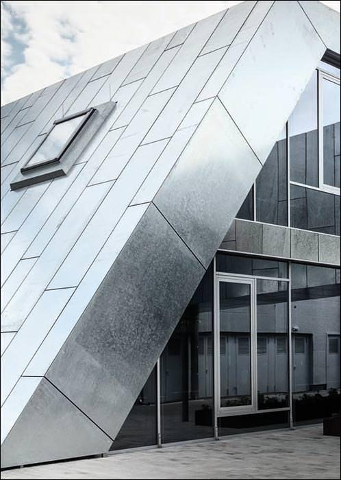Roto-Entwicklungszentrum mit feuerverzinkter Fassade