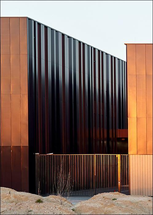 Werkstätten und Fundi der Staatsoper Hamburg eingekleidet in Aluminiumblechund Profilglas