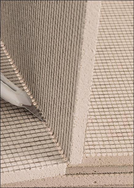 Stos nichtbrennbare Trägerplatte aus recyceltem Altglas trägt mehr als nur Putz