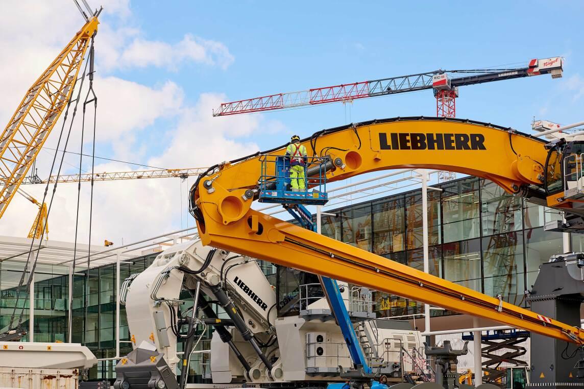 2/9 - Liebherr begann allerdings als erster Aussteller bereits im November 2018 mit dem Aufbau seines dreistöckigen Messestands.