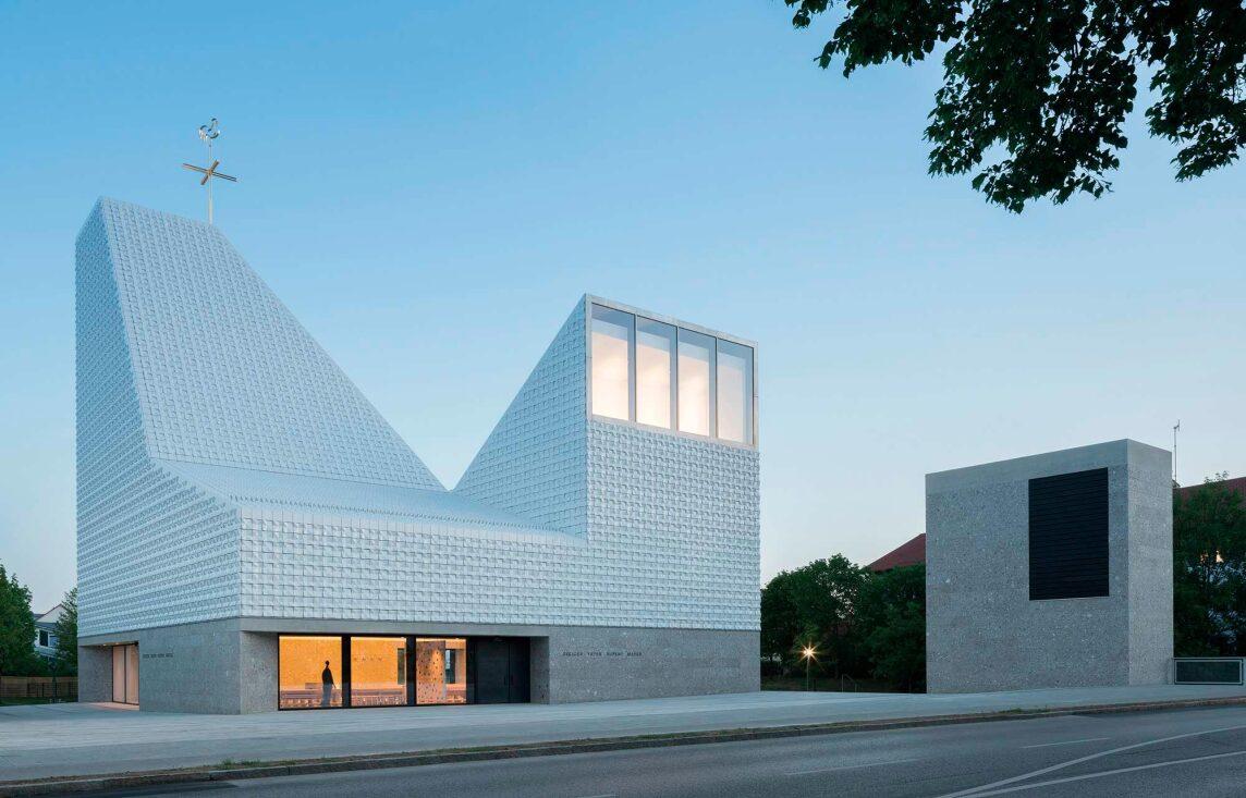 """Kirchenzentrum """"Seliger Pater Rupert Mayer"""" (Foto © Florian Holzherr)"""