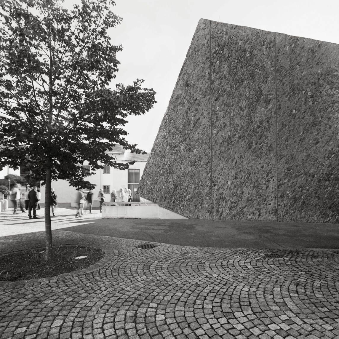 """Serie """"Kulturmeteorit"""" von Wolfram Janzer"""